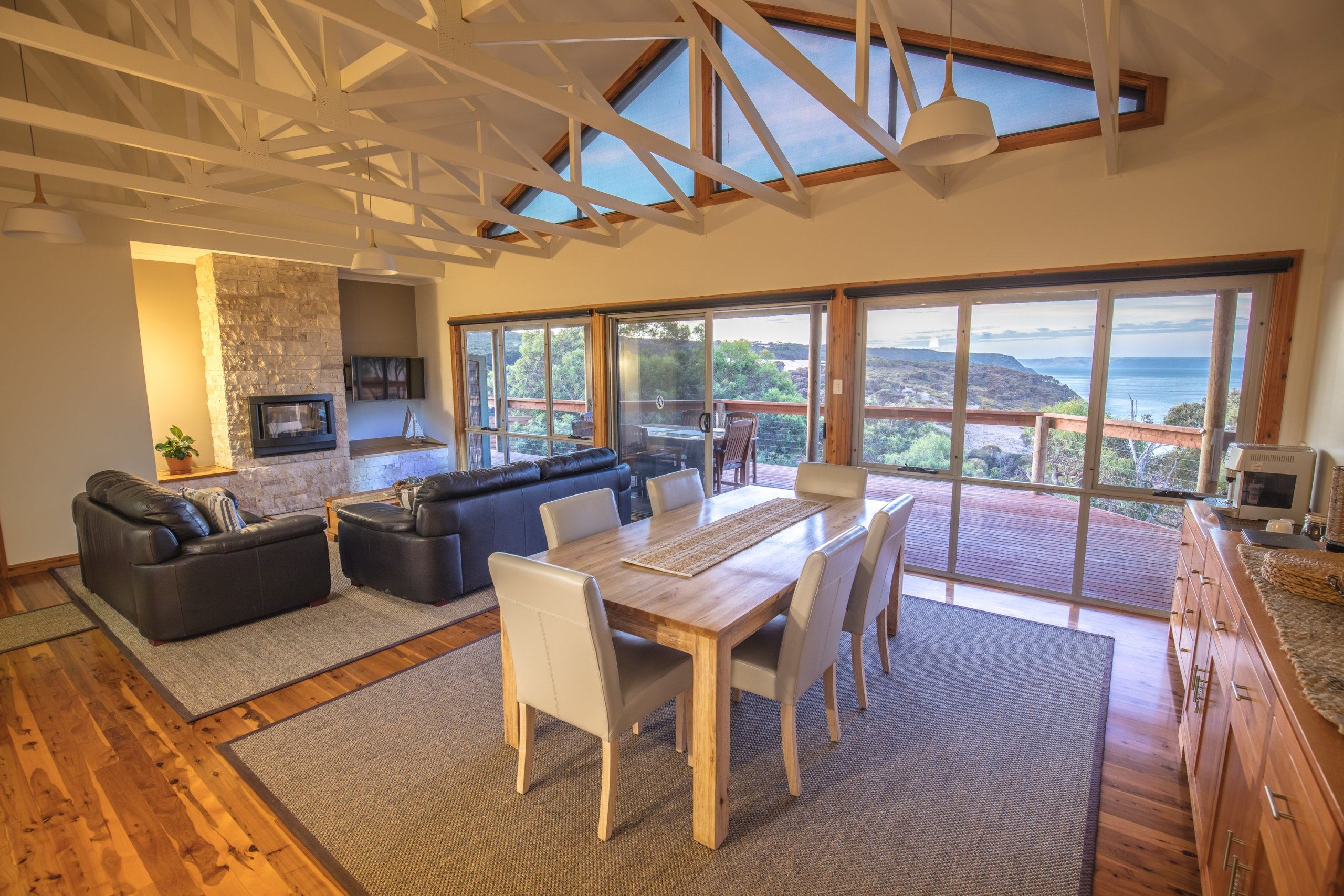 Kangaroo Island luxury lodge;luxury kangaroo island lodge; Sea Dragon Lodge; Lodge Lounge and View;luxury ki lodge